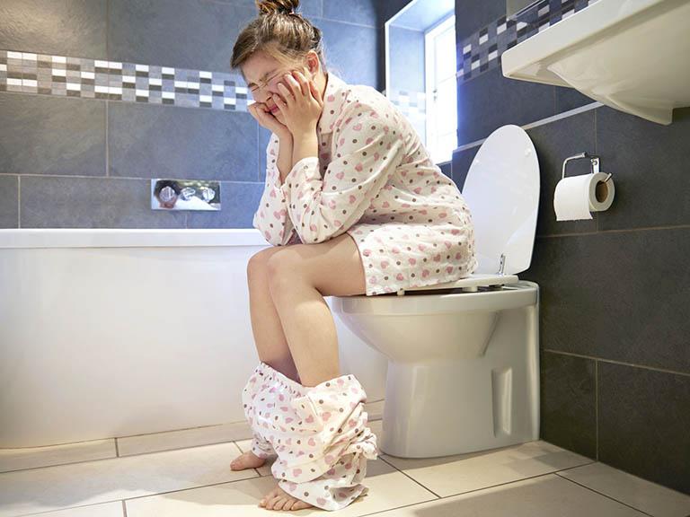 Người bị trĩ ngoại tắc mạch thường có cảm giác buồn đại tiện nhưng không thể đi được hoặc số lượng phân đẩy ra ngoài rất ít
