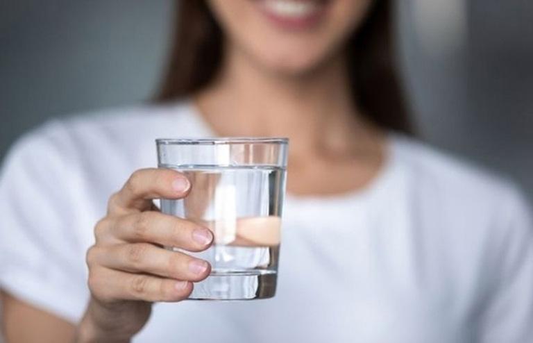 Chú ý bổ sung đủ nước cho cơ thể trong suốt khoảng thời gian điều trị bệnh