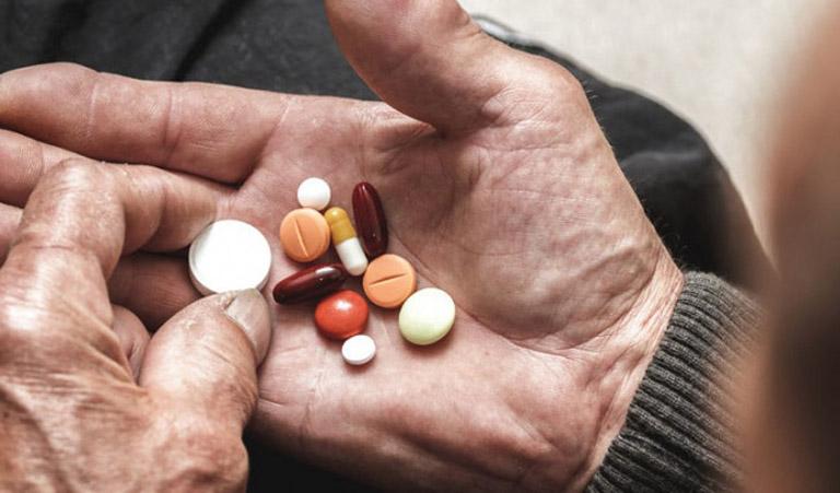 Chữa phồng đĩa đệm tại nhà bằng thuốc Tây y giúp giảm nhanh các triệu chứng của bệnh