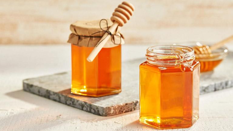 Uống mật ong khi bị viêm đại tràng là cách giúp bồi bổ cơ thể và hỗ trợ điều trị bệnh
