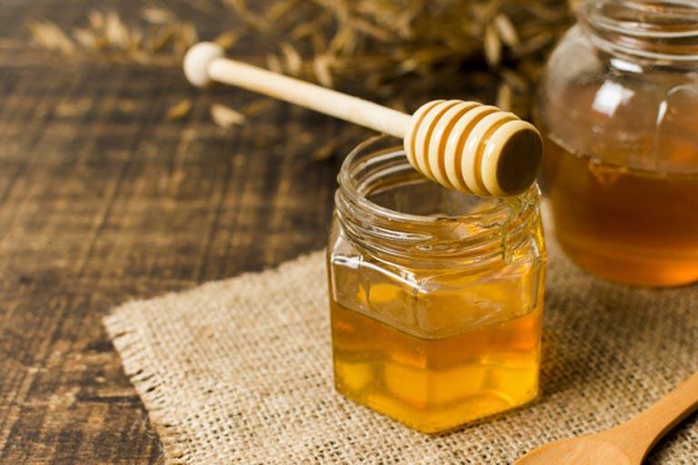 Dùng mật ong có nguồn gốc rõ ràng và đảm bảo chất lượng để trị viêm đại tràng