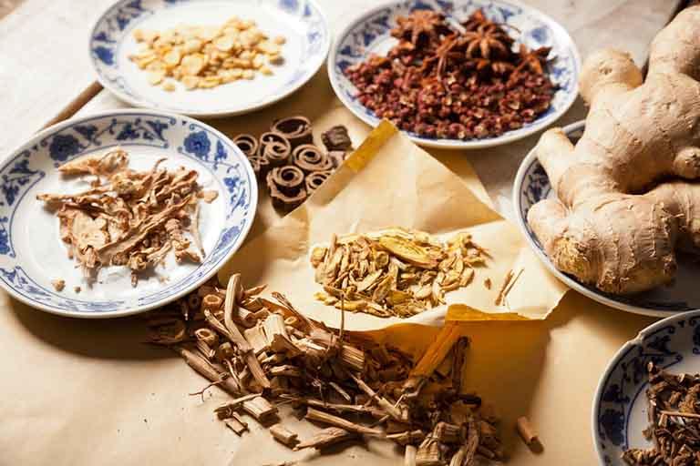 Bài thuốc Đông y chữa viêm amidan kèm triệu chứng đau họng