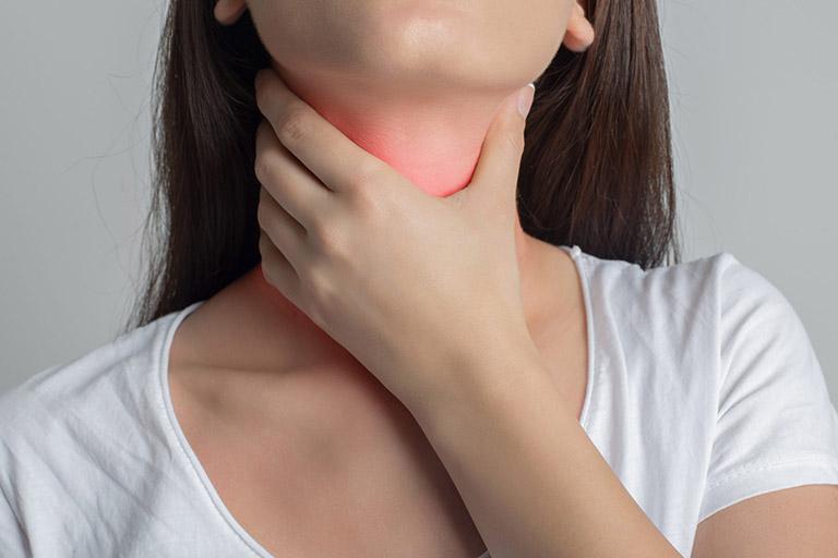 lá hẹ chữa viêm họng