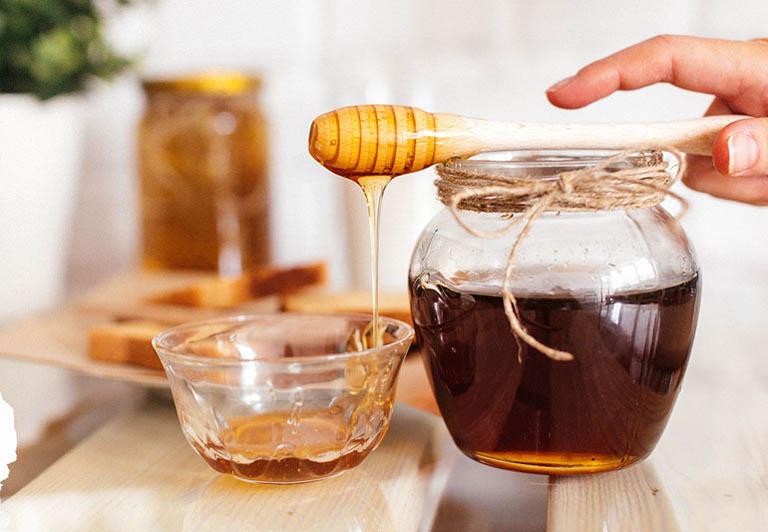 chữa viêm họng bằng lá hẹ và mật ong