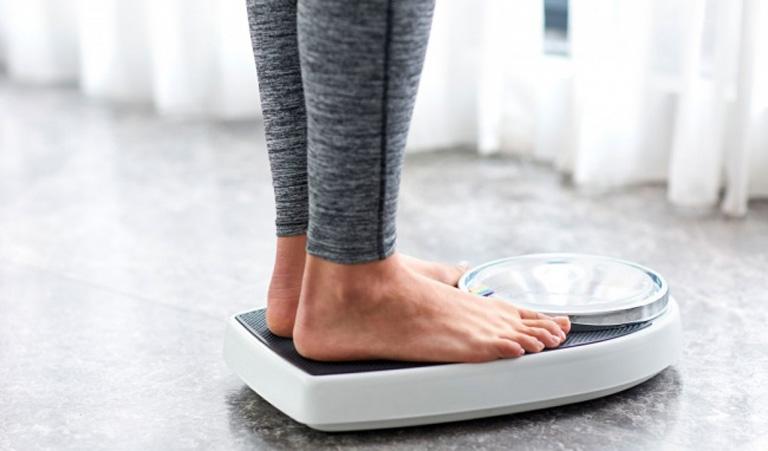 Duy trì cân nặng ở mức hợp lý cũng là cách giúp hệ tiêu hóa hoạt động tốt hơn, tránh hiện tượng trào ngược xảy ra