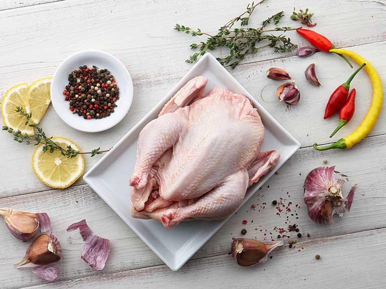 Thịt gà là thực phẩm giàu chất dinh dưỡng, dễ chế biến, dễ ăn và rất tốt cho sức khỏe của con người