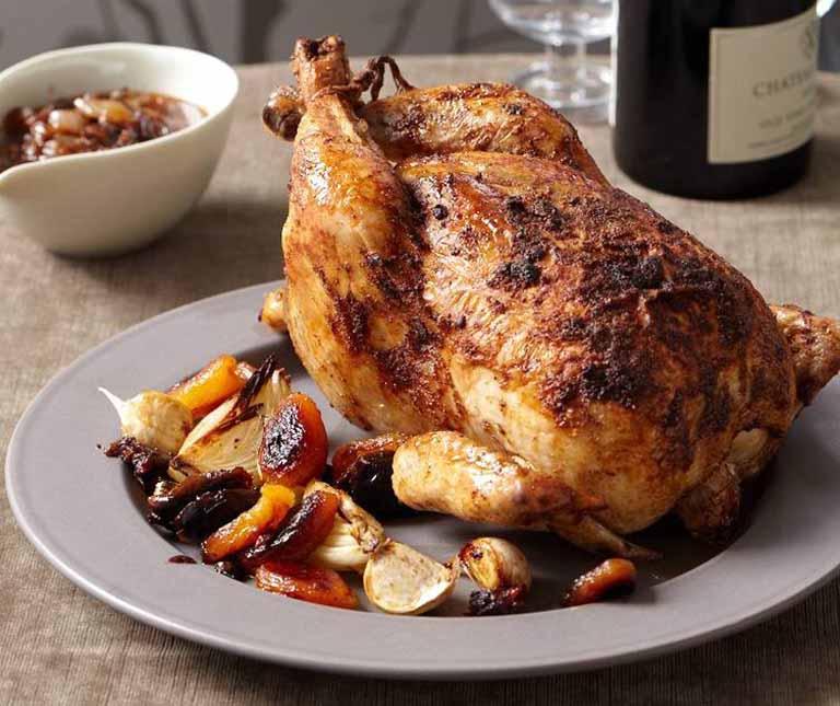 Người bệnh viêm họng vẫn có thể bổ sung các món ăn từ thịt gà vào khẩu phần ăn mà không nhất thiết phải kiêng cữ tuyệt đối