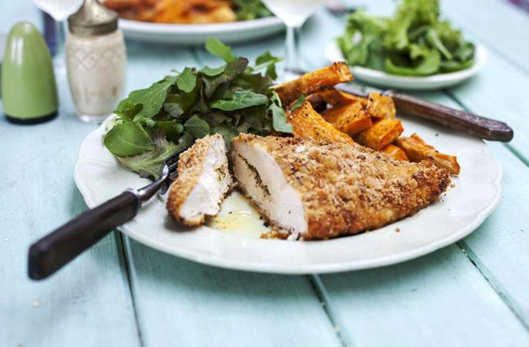 Nên kết hợp thịt gà cùng với rau xanh, củ quả, các loại đậu để gia tăng khẩu vị cũng như tránh sự nhàm chán