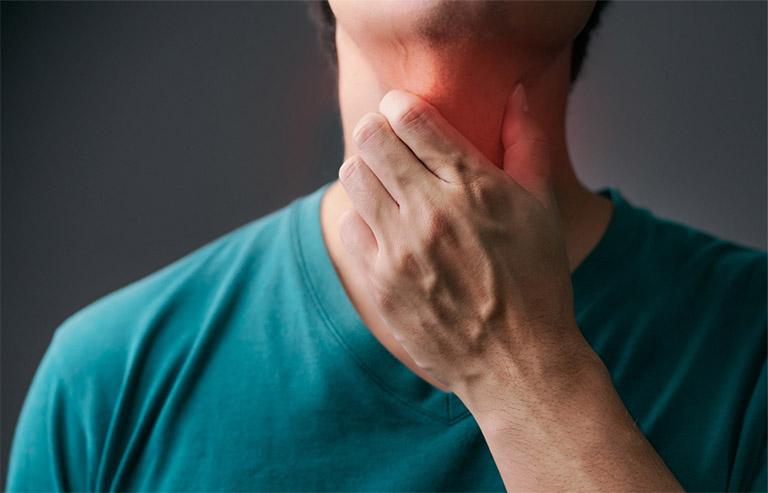 Viêm họng tuy không phải là bệnh lý nguy hiểm nhưng có thể trở nên phức tạp nếu người bệnh chủ quan không điều trị và không có chế độ kiêng cữ phù hợp