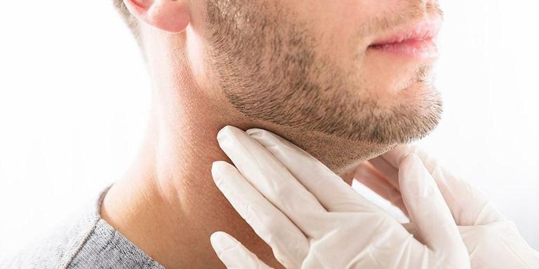 Thăm khám chuyên khoa để được hướng dẫn điều trị viêm họng mãn tính nổi hạch đúng cách