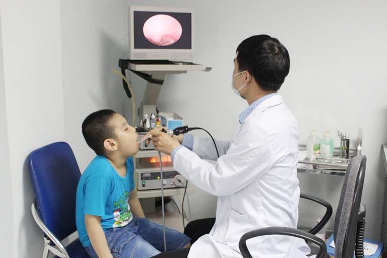 Chẩn đoán viêm họng ở trẻ em