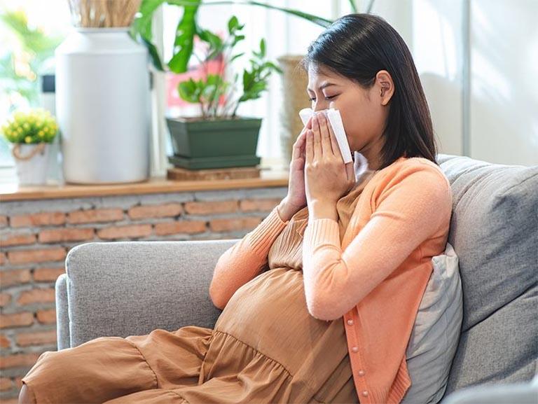 Hệ miễn dịch bị suy giảm trong thời gian đầu thai kỳ rất dễ khiến mẹ bầu bị viêm amidan