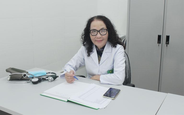 Bác sĩ Phương hiện là GĐ Chuyên môn Tổ hợp Y tế cổ truyền biện chứng Quân dân 102