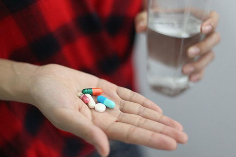 Giải quyết nhanh chóng các triệu chứng của bệnh viêm amidan hốc mủ bằng thuốc Tây y theo đơn kê của bác sĩ chuyên khoa