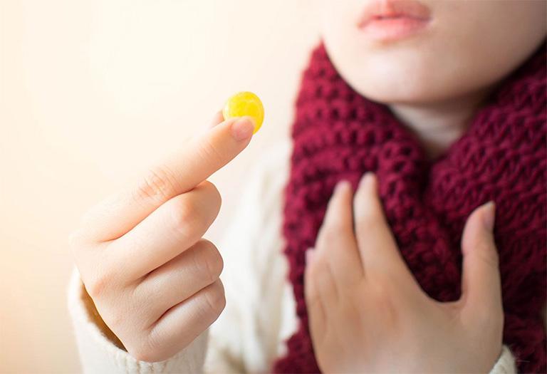 Chia sẻ 9 sản phẩm kẹo ngậm hỗ trợ trị đau họng thông dụng nhất năm 2021