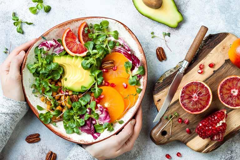 Ăn nhiều rau xanh và trái cây tươi giúp cải thiện sức đề kháng cơ thể, phòng ngừa bệnh lý