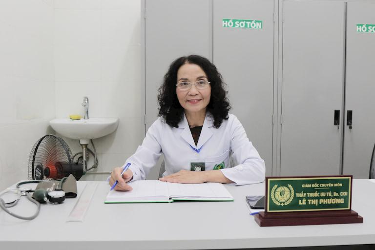 Bác sĩ Lê Phương là người trực tiếp thăm khám, đưa ra phác đồ trị liệu chuẩn xác nhất
