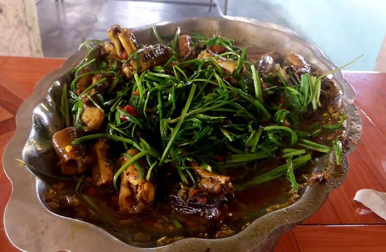 món ăn chữa yếu sinh lý từ lươn và lá hẹ