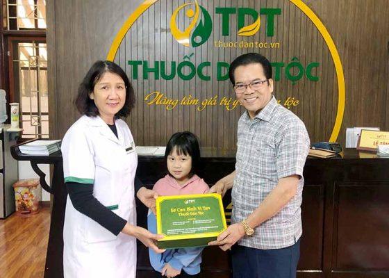 NS Trần Nhượng và cháu gái chấm dứt bệnh dạ dày tại Trung tâm
