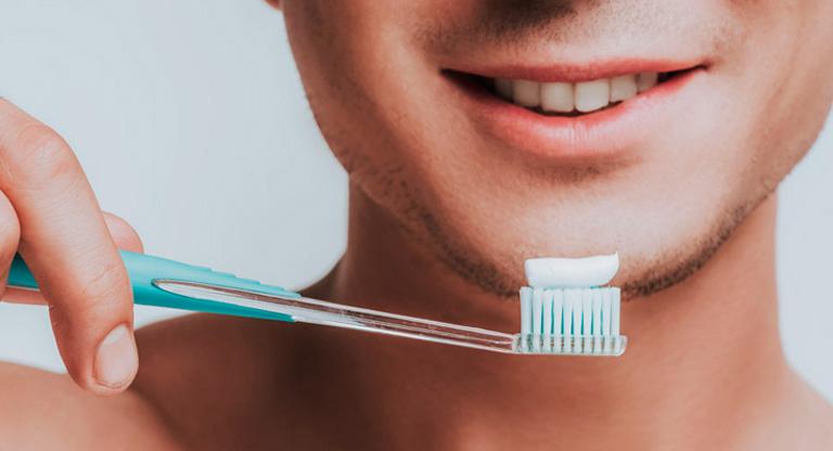 Giữ gìn vệ sinh răng miệng sạch sẽ là một trong những cách giúp bạn phòng ngừa bệnh lý nhiễm trùng họng