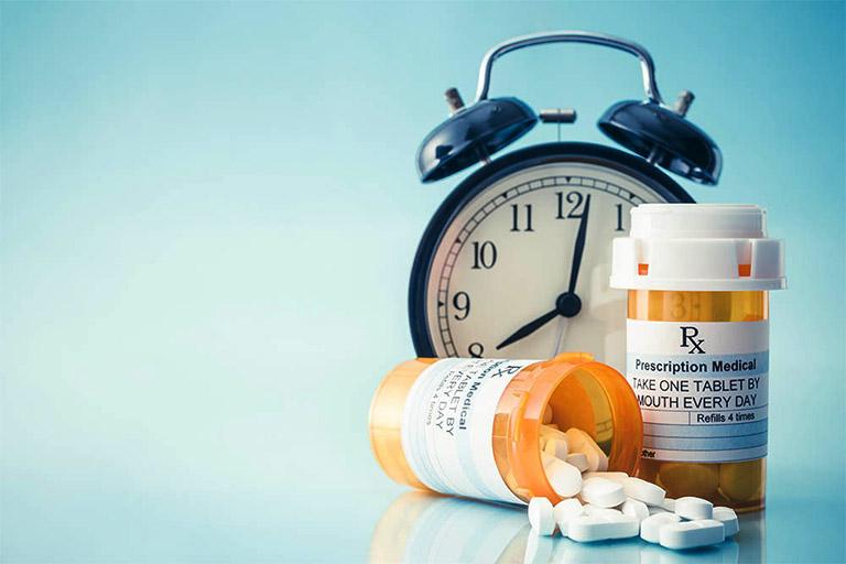 Sử dụng thuốc điều trị viêm amidan mủ ở người lớn theo sự chỉ dẫn của bác sĩ chuyên khoa