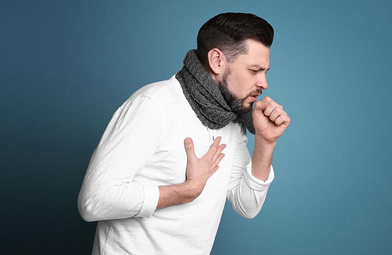 Viêm họng cấp là bệnh lý có thể khởi phát ở bất kỳ đối tượng nào, kể cả người lớn