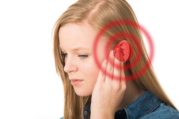 Viêm họng gây ù tai