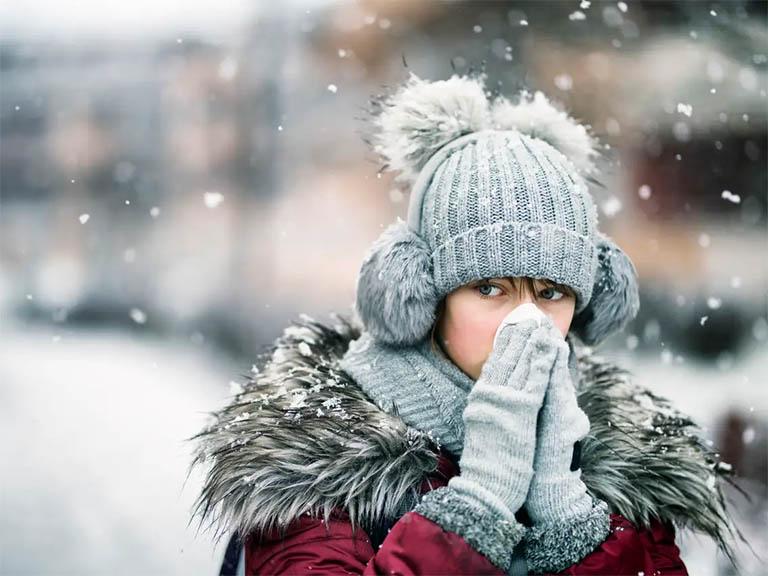 Thời tiết chuyển lạnh là thời điểm thuận lợi để các mầm bệnh xâm nhập vào đường hô hấp và sinh bệnh