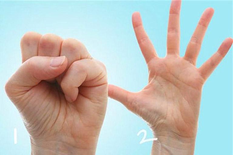 Viêm đa khớp nên tập luyện bài tập co duỗi tay mỗi ngày giúp cải thiện tình trạng bệnh