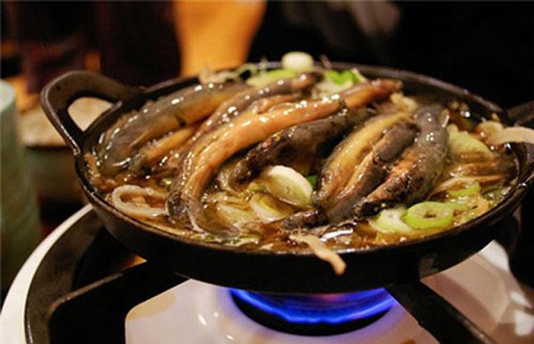 Bổ thận tráng dương tự nhiên bằng cách sử dụng món cá chạch nấu hạt hẹ mỗi ngày