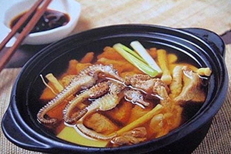 Canh cá ngựa hầm nhân sâm là món ăn đại bổ và có tác dụng bổ thận tráng dương