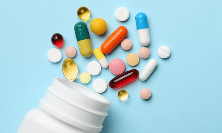 Uống thuốc Tây y theo đơn kê của bác sĩ giúp nhanh chóng kiểm soát tình trạng bệnh