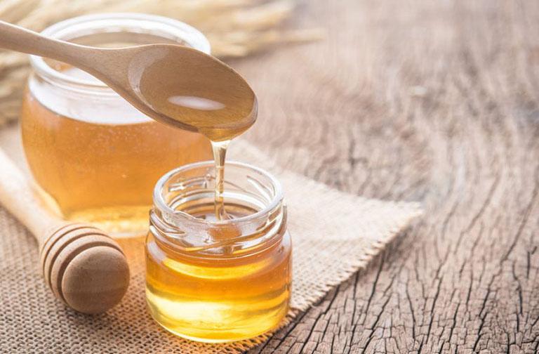 Dùng kết hợp mật ong với diếp cá trị bệnh giúp làm tăng khả năng sát khuẩn của bài thuốc