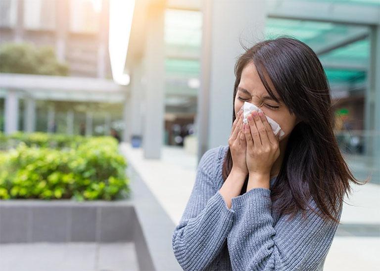 Viêm mũi dị ứng là căn bệnh thuộc chứng tỵ uyên, được khởi phát khi tỳ và thận khí bị hư hàn đã tạo điều kiện thuận lợi cho các vi khuẩn gây bệnh xâm nhập và phát triển