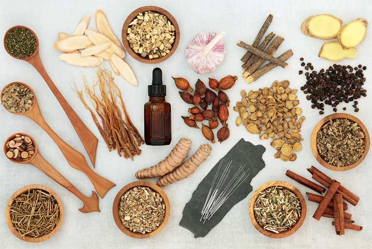 Bài thuốc Đông y chữa viêm mũi dị ứng là sự tập hợp của nhiều vị thuốc khác nhau có nguồn gốc trong tự nhiên mang bản chất lành tính, an toàn và ít gây tác dụng phụ