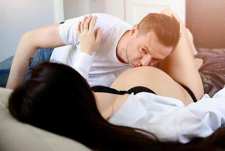 Lựa chọn tư thế quan hệ phù hợp khi mang thai giúp cải thiện tình trạng giảm ham muốn và giữ gìn hạnh phúc gia đình