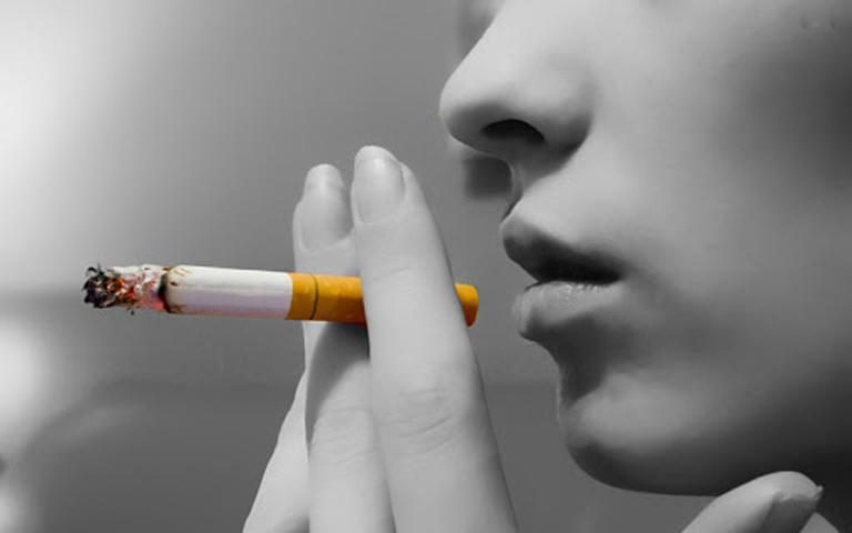 Hút thuốc lá sẽ khiến bệnh viêm khớp dạng thấp nhanh chóng chuyển biến nặng và hình thành hạt thấp