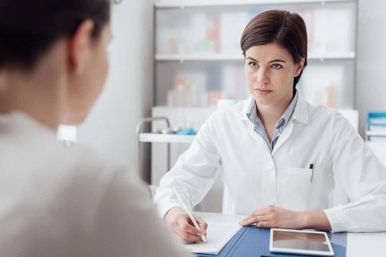 Thăm khám chuyên khoa dạ dày để tìm ra nguyên nhân và lên phác đồ điều trị phù hợp