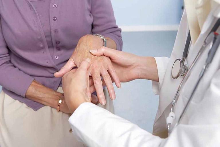 Thăm khám chuyên khoa nếu có dấu hiệu của bệnh để được hướng dẫn điều trị đúng cách