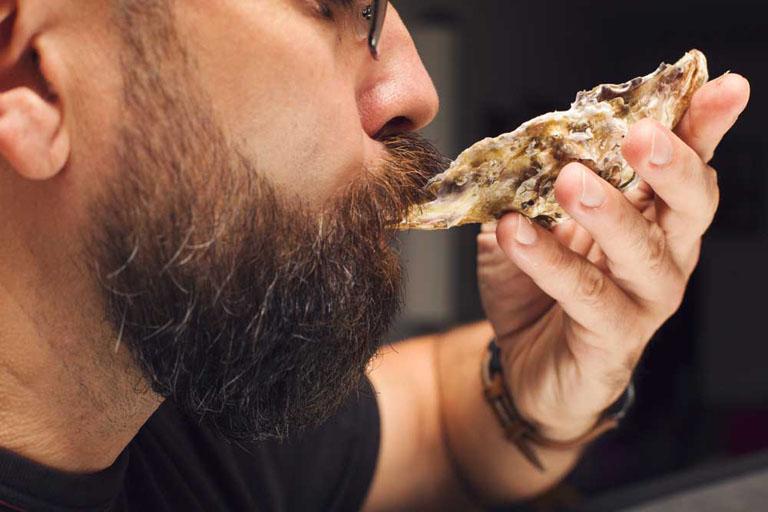 Bổ sung vào trong thực đơn ăn uống các món ăn có tác dụng bổ thận tráng dương giúp cải thiện chức năng sinh lý ở nam giới