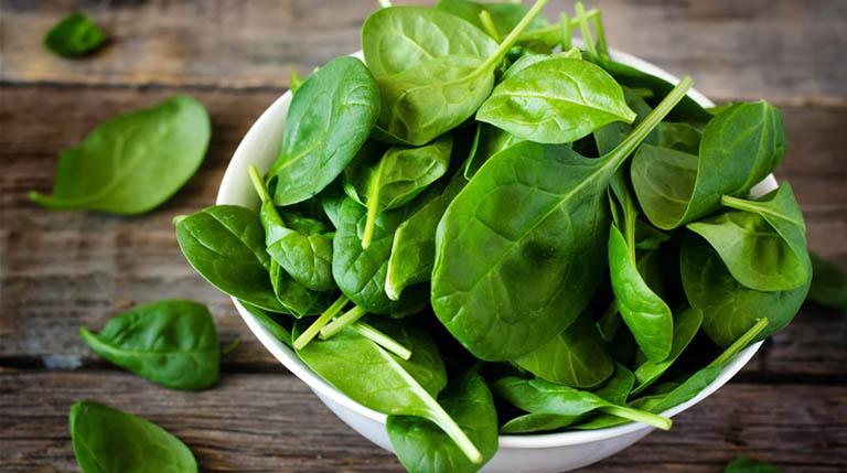 Phụ nữ nên ăn gì để tăng ham muốn - rau bina