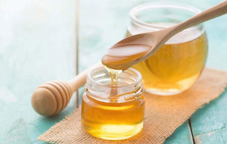 Sử dụng mật ong nguyên chất để làm tan đờm cho trẻ và tăng cường sức đề kháng cơ thể