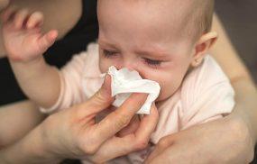 Trẻ sơ sinh bị ho có đờm sổ mũi