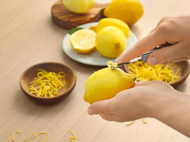 Bạn đã nghe qua mẹo vặt sử dụng vỏ chanh tươi để trị hôi miệng tại nhà?