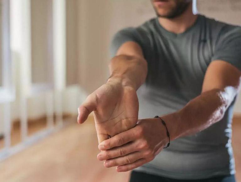 Cải thiện khả năng vận động của tay bằng các bài tập khuỷu tay tại nhà