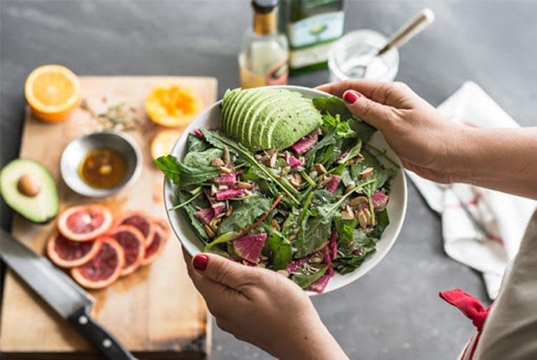 Dùng rau ngổ chữa sỏi mật kết hợp với thói quen ăn uống khoa học sẽ giúp đẩy nhanh tốc độ hồi phục