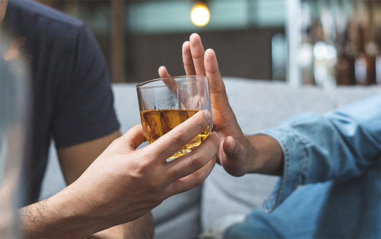 Tuyệt đối không sử dụng rượu, bia hay chất kích thích khác trong khoảng 5 giờ đồng hồ trước khi làm xét nghiệm Clo test