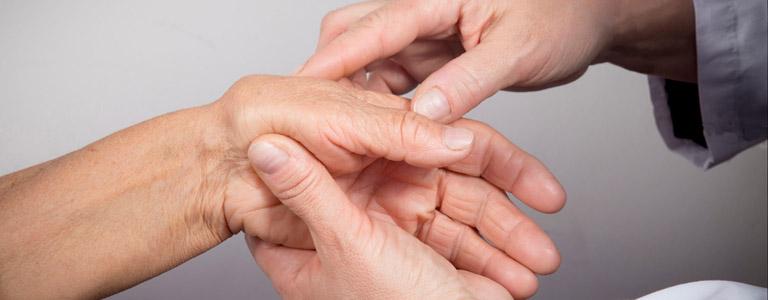 Thăm khám chuyên khoa ngay khi có dấu hiệu của bệnh để được chẩn đoán bệnh lý
