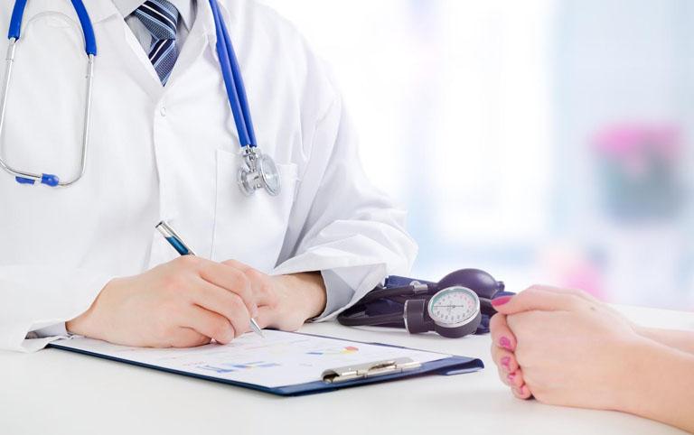 Người bệnh cần thăm khám chuyên khoa ngay khi có các dấu hiệu ban đầu của bệnh thấp khớp cấp