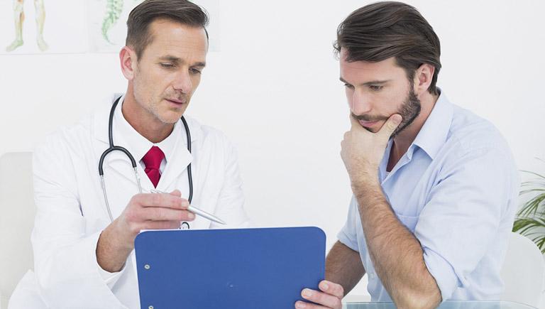 Nên tiến hành thăm khám chuyên khoa ngay khi có các triệu chứng của bệnh tràn dịch khớp háng